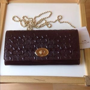 🎀new coach embossed leather wallet on chain🎀